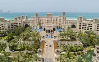 Бассейн в отеле Al Qasr, Объединенные Арабские Эмираты — обзор