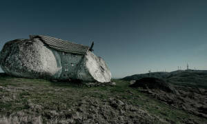 Дом-камень, Португалия — обзор