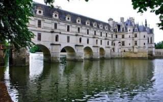 Фото галерея: Впечатляющие замки и дворцы на воде — обзор