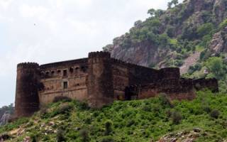 Форт Бхангар, Индия — обзор