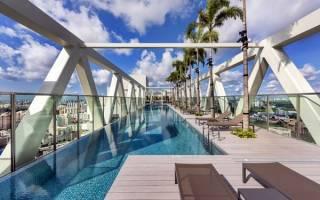 Небесный бассейн-мост Sky Habitat, Сингапур — обзор