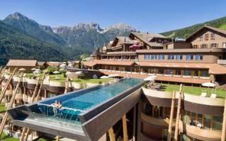 Бассейн в отеле Hotel Hubertus, Италия — обзор