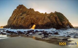 Радужный пляж Пфайффер Бич, США — обзор