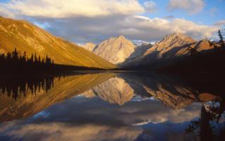 Национальный парк Наханни, Канада — обзор