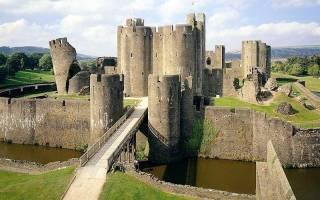 Замок Кайрфилли, Великобритания — обзор