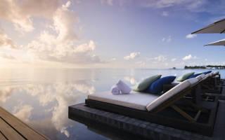 Бассейн в отеле Jumeirah Dhevanafushi, Мальдивы — обзор