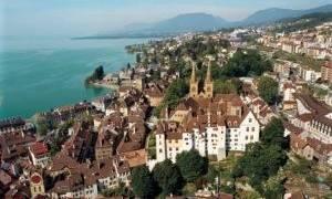 Замок Невшатель, Швейцария — обзор
