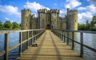 Замок Бодиам, Англия — обзор